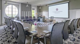 WHAT SHOULD YOU CONSIDER WHEN CHOOSING CORPORATE MEETING ROOMS?