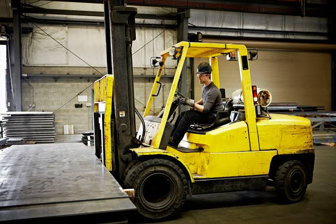 Increase Efficiency: Top 3 Ways Industries Use Forklifts