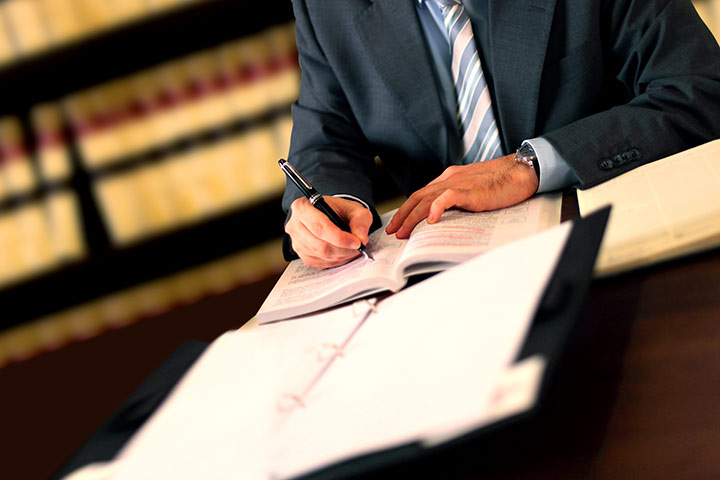 Benefits of Hiring A Criminal Defense Attorney